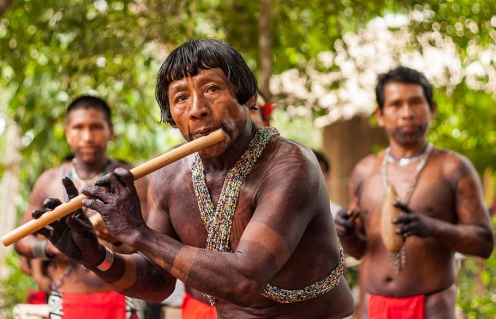 Dances are accompanied by the sound of the flute.