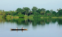 The Volta river, 1600 km long, is navigable for a hundred kilometres from its mouth towards the inland.