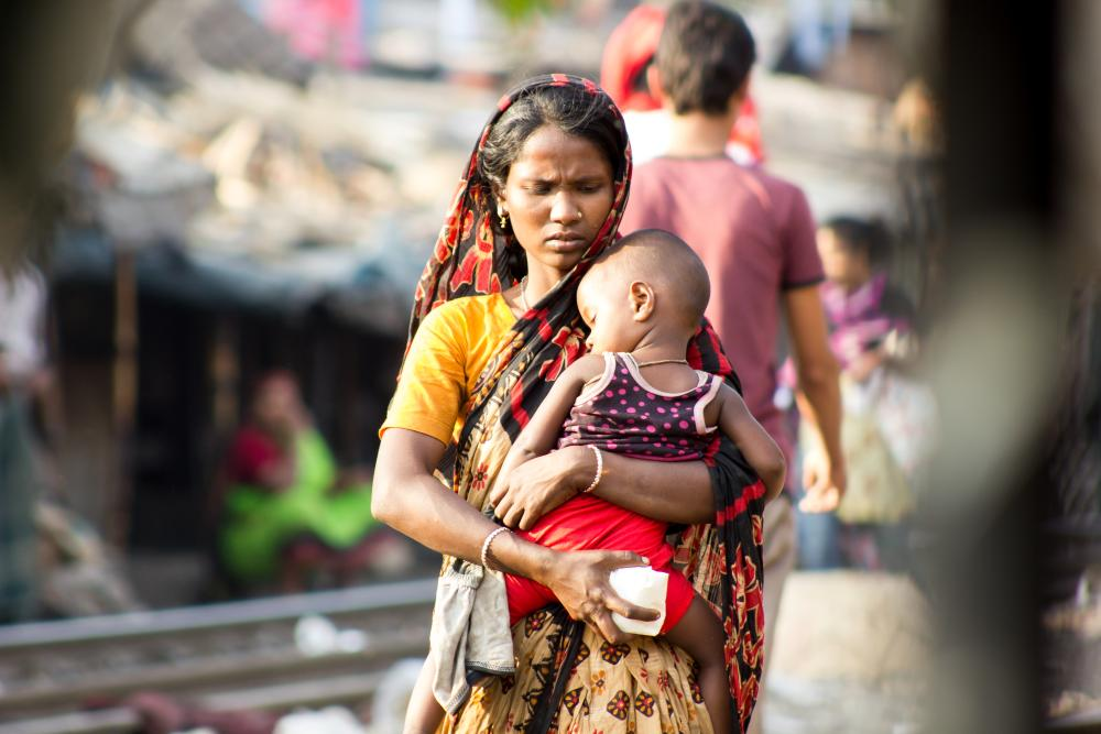 Bangladesh. A mother with her child in Tejgao slum, Dhaka.