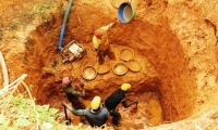 Miners dig with their hands, even up to a depth of 8 meters.